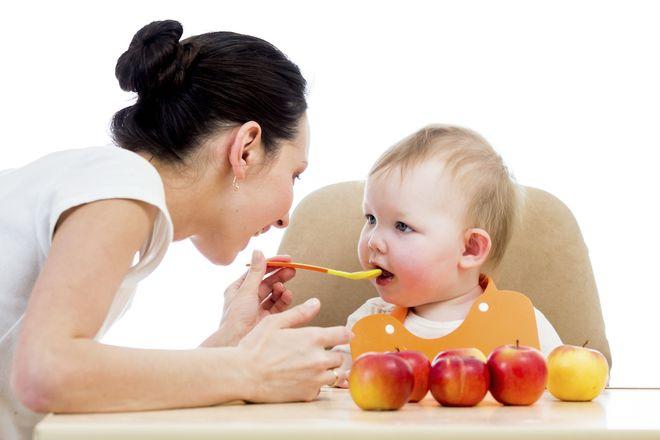 chế độ ăn uống đối với bé bị mụn nước