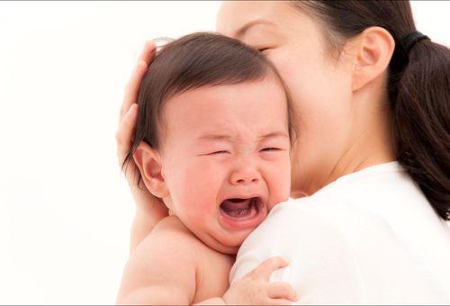 Để trẻ khóc lâu có sao không và lời cảnh báo dành cho cha mẹ