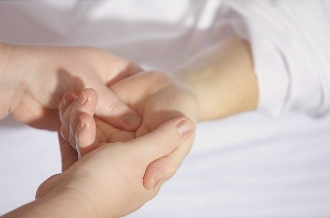 cách massage cho trẻ sơ sinh