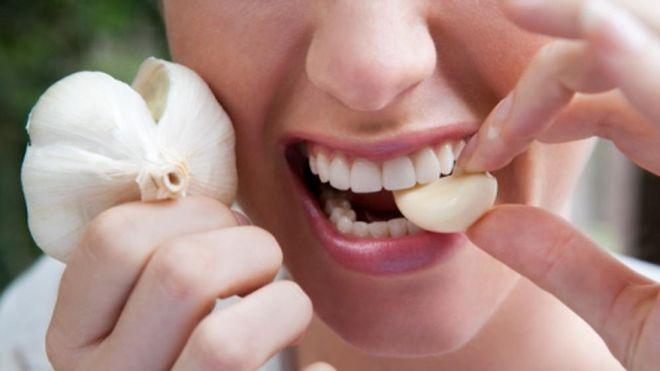 tỏi điều hòa hormone và tăng cường hệ thống miễn dịch của phụ nữ.