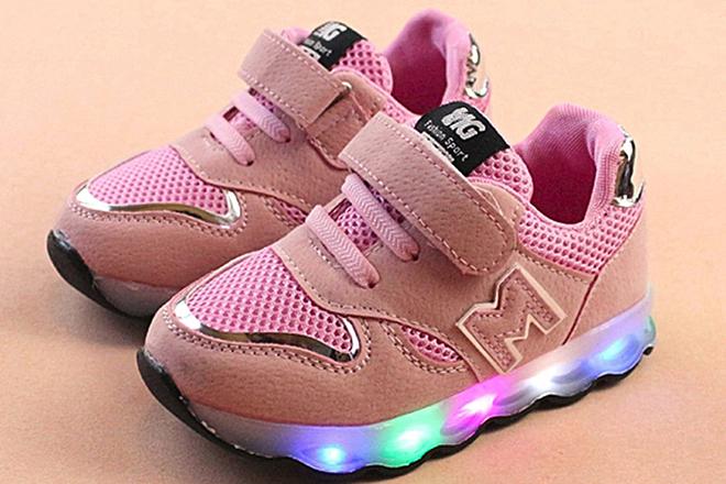 Những mẫu giày tập đi nâng bước cho con thêm vững vàng mẹ nên tham khảo ngay - ảnh 2