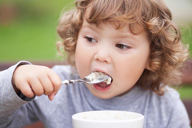 Cơm Nát Cho Bé Như Thế Nào Để Con Ăn Tốt