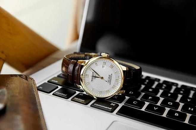 đồng hồ tặng ban trai