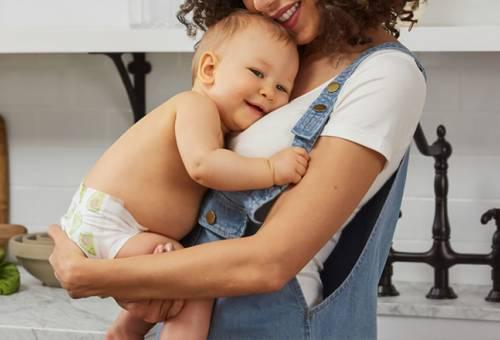 Cho bé bú khi mẹ đi làm như thế nào là tốt nhất?