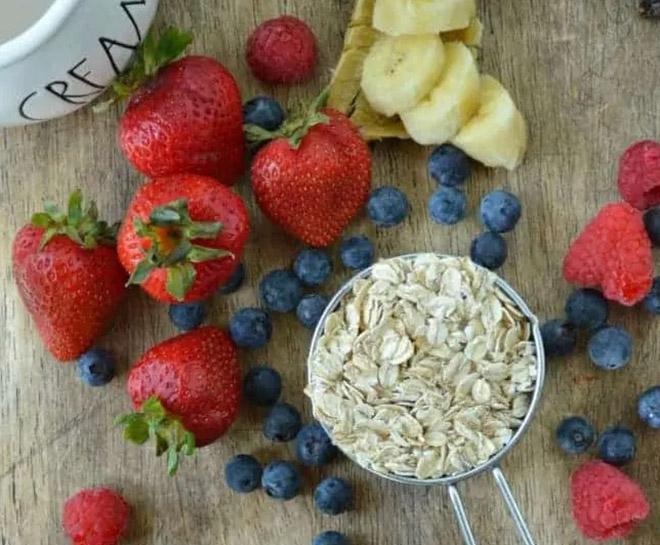 7 cách nấu cháo ngon, đơn giản với yến mạch và trái cây cho bé