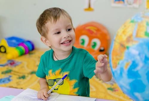 Sự phát triển của trẻ 5 tuổi có những điểm nào nổi bật
