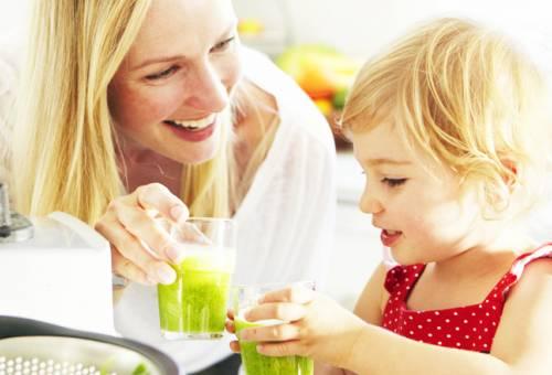 Cách làm sinh tố bơ cho bé ăn ngon, mau lớn