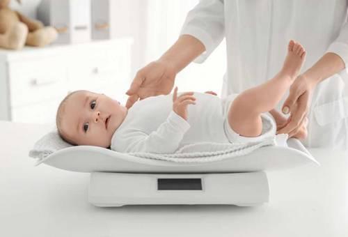 Bảng cân nặng trẻ sơ sinh 2020 chuẩn dành cho cả bé trai và bé gái